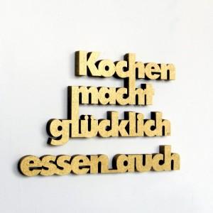 design3000_3D-Schriftzug_Kochen_macht_glücklich_Druckschrift_gold_300dpi