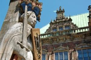 Rathaus und Rolandstatue