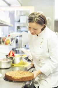 Köchin Kristina bei der Arbeit