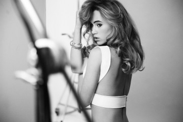 suki_waterhouse_for_redken_glow_dry_2
