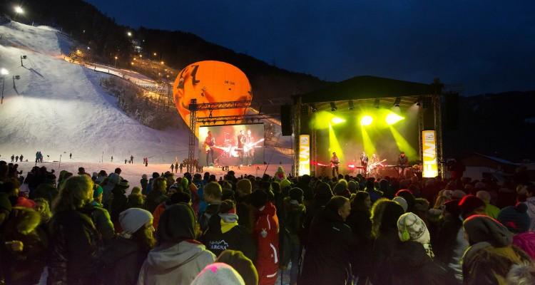 Zillertal Arena Abfahrt_Opening_by_Johannes Sautner