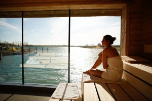 Lodge-See-Spa-&-Sauna-Bereich--®-St.-Martins-Therme-&-Lodge_Peter-Rigaud_2
