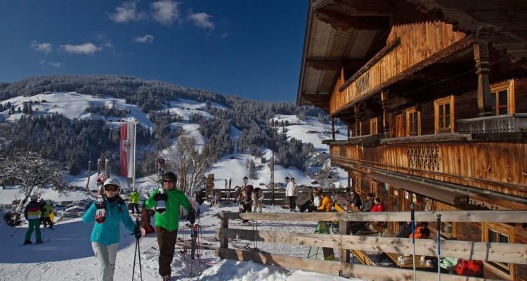 Ski_Juwel_Skifahrer_beim_Riedlhof_Oberau_Wildschönau_Ski Juwel Alpbachtal Wildschönau