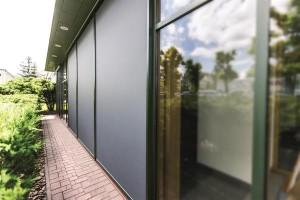 FAKRO bringt Hitzeschutz an die Fassade