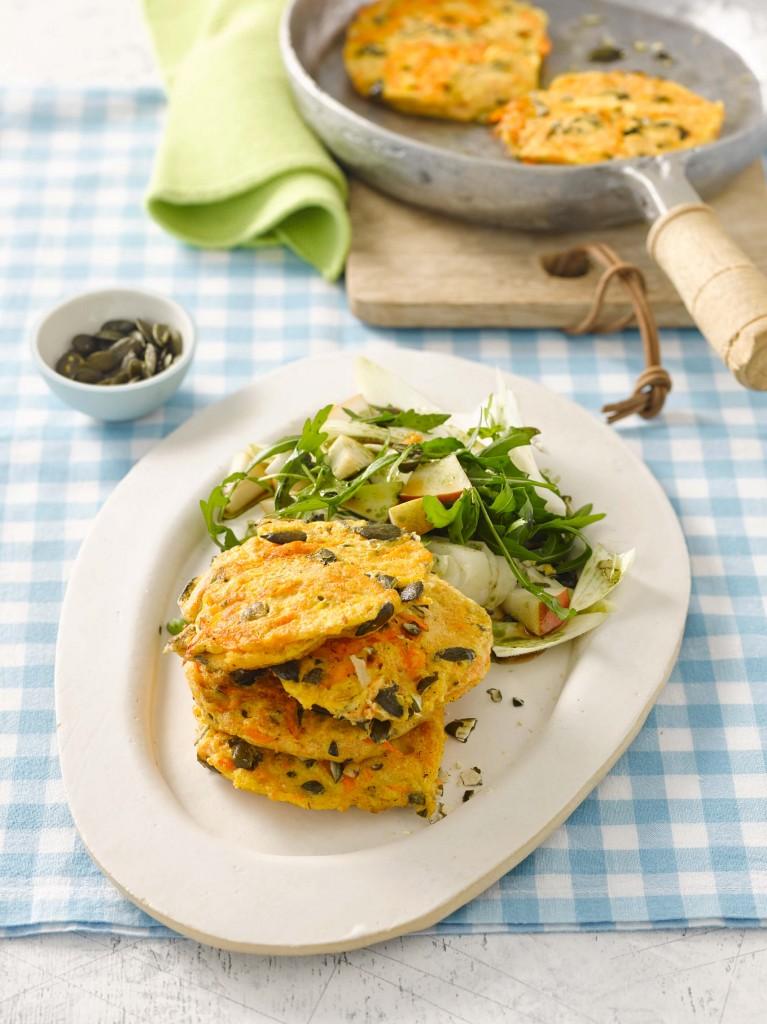 Karotten-Pancakes mit Chicorée-Rucolasalat