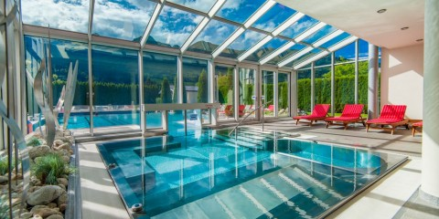 traumhafter_pool_und_thermenbereich_impuls_hotel_tirol