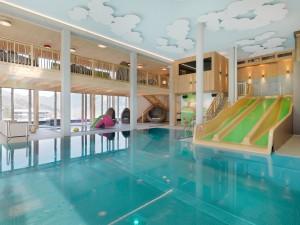 woodys_activity_pool_alpina_zillertal