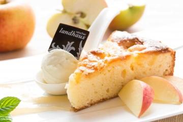 apfelkuchen_-_viele_desserts_hausgemacht_-_c_fotoder-macher.at_ratscher_landhaus