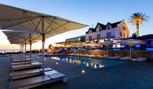 farol-design-hotel-pool-building-view-sundown-M-02-r-v01