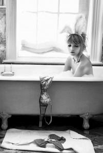Bunny in Tub © Pamela Hanson - Trunk Archive, www_