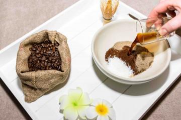 03_Kaffee Koerperpeeling Zubereitung_c_Michaela Pranter
