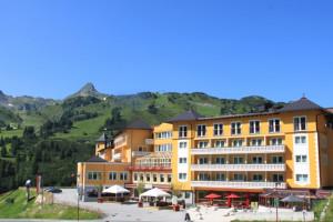 308-hotel-steiner-aussenansicht-im-sommer