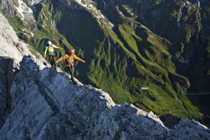Klettersteigszene Arlberger Klettersteig, Weisschrofenspitze, Lechtaler Alpen, Tirol, Oesterreich.