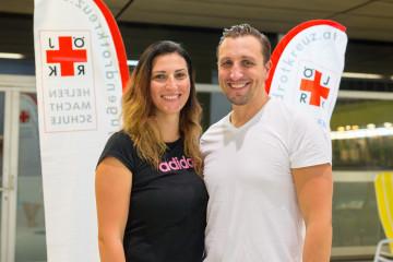 """Österreich, Wien, September 2017. Die Profischwimmer Mirna Jukic und Maxim Podoprigora unterstützen die Kampagne des ÖJRK """"Sicher im Wasser"""". Querformat."""