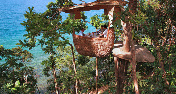 Treepod-dining-experience-at-Soneva-Kiri-by-Cat-Vinton