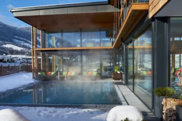 aussenpool_im_winter_alpina_zillertal