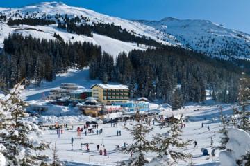 hotel-_und_bergpanorama_im_winter_berghotel_hochfuegen