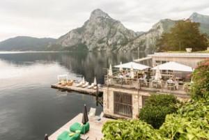 4998-felix-2018-seehotel-das-traunsee-mit-terrasse-restaurant-bootshaus-und-stegbereich