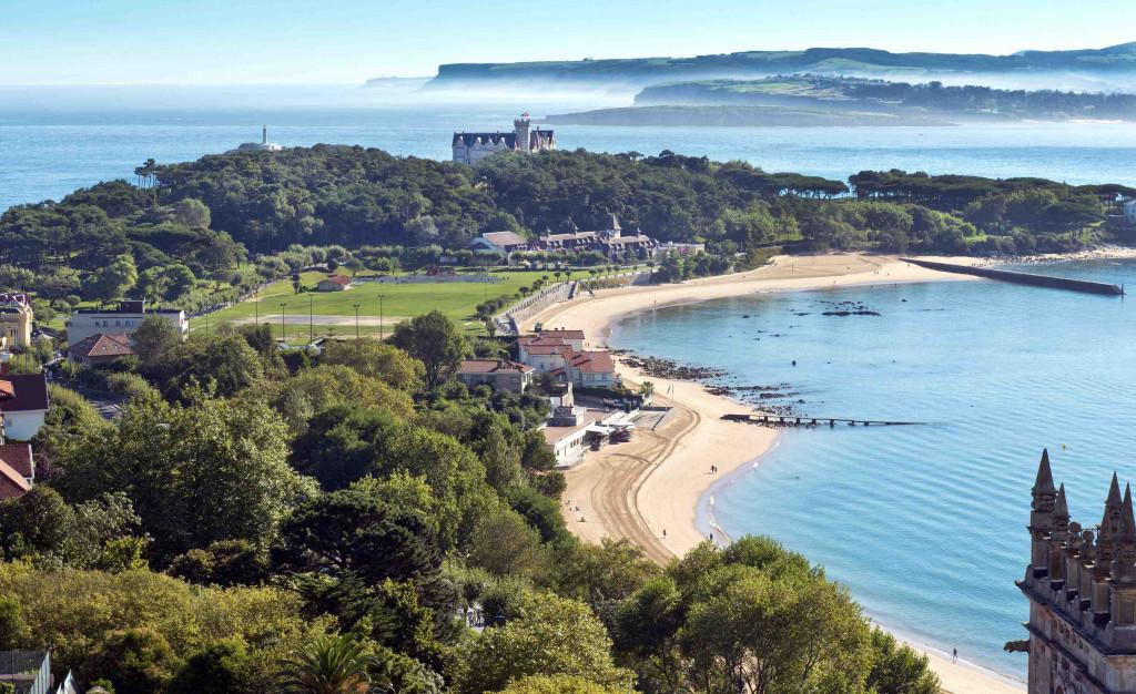 Air sight of the Bay of Santander and the Magdalena Palace