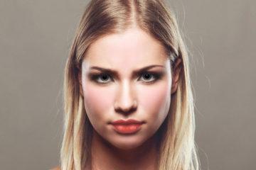 Gesicht einer blonden jungen Frau